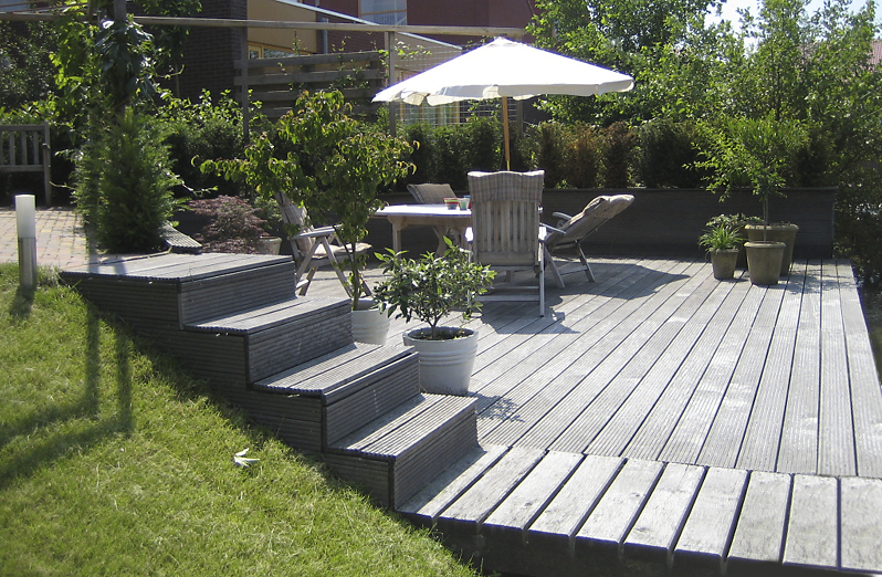 Vloer houten vloer leggen in voortent : Vlonders maken het mogelijk om meer van de waterpartijen in uw tuin te ...